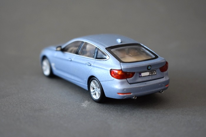 BMW 320 GT escala 1:43