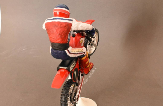 HONDA CR450R model at 1:12 scale