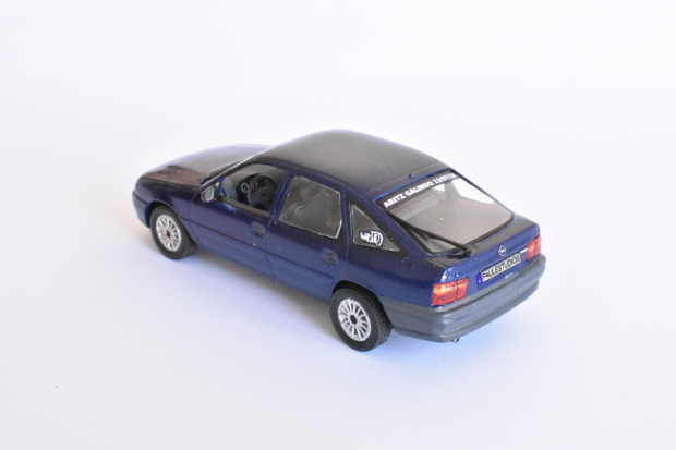 Opel Vectra at 1:43 scale